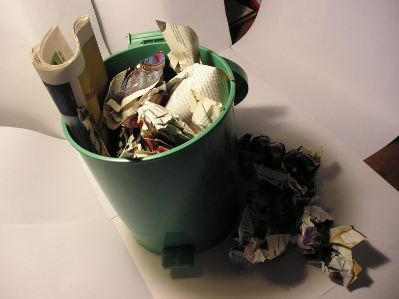Papelera - Paper in Trash can - by Alvimann at Morguefile.com