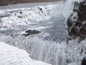 golden-waterfalls-gullfoss-iceland-winter-ice