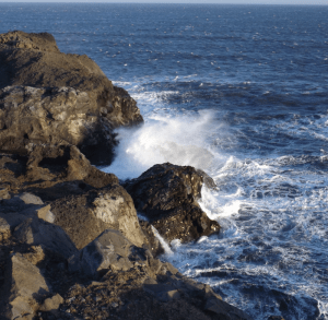 ocean-waves-crashing-rocks-dyrholaey-iceland