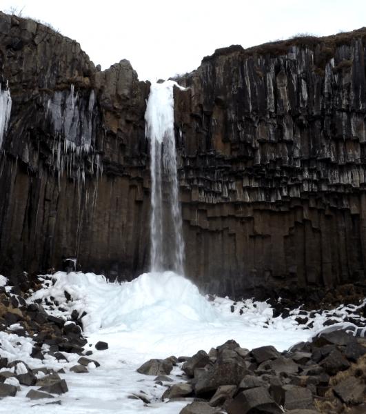 svartifoss-icicles-basalt-columns-broken-rocks-iceland