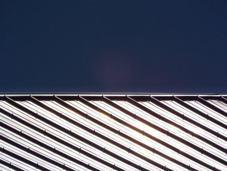 barn-roof-in-sunlight